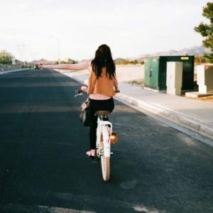 随笔心语:幸福,她不是在路上,就是在路的尽头
