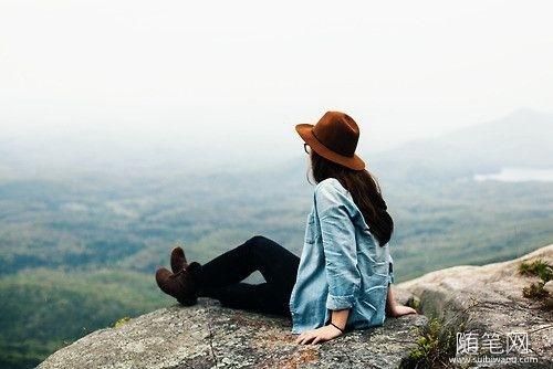 没有学会与孤独相处的人,不配谈自由